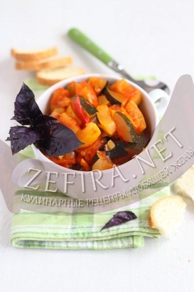 Салат из кабачков с помидорами и перцем на зиму - рецепт и фото