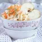 Салат из капусты с морковью и яблоком