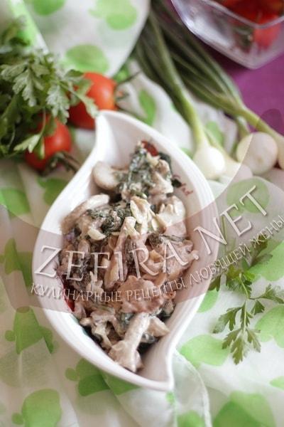 Грибы вешенки со шпинатом в сливках - рецепт и фото