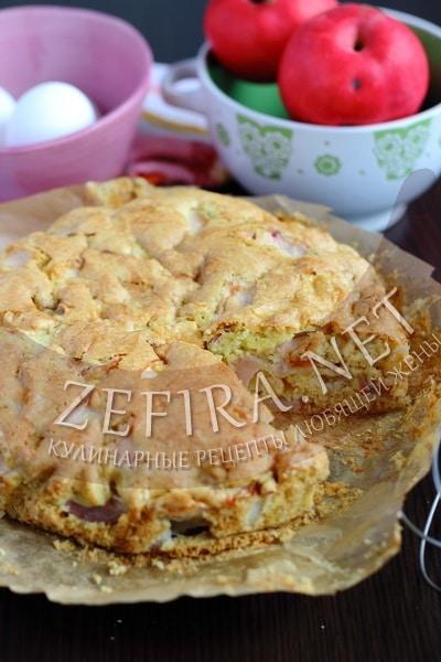 Воздушный пирог с яблоками на растительном масле - рецепт и фото