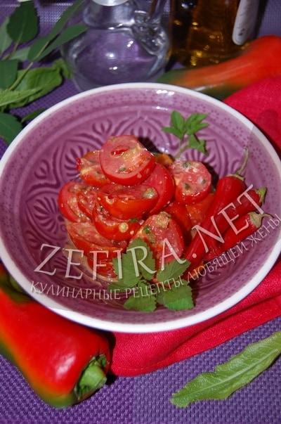 Быстрые маринованные помидоры с чесноком - рецепт и фото