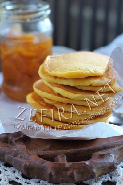 Пышные оладьи из тыквы на кефире - рецепт и фото