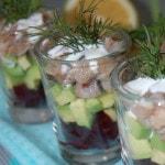 Салат из свеклы с авокадо и маринованной сельдью