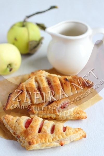 slojki-s-Слойки с яблоками из готового слоеного теста - рецепт и фото