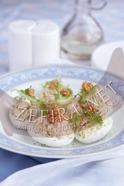 Яйца фаршированные семгой - рецепт и фото