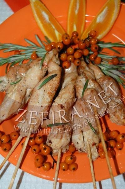 Куриное филе на шпажках с апельсинами - рецепт и фото
