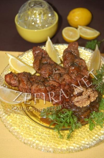 Мясные косички с карамелизированным луком и грецкими орехами - рецепт и фото