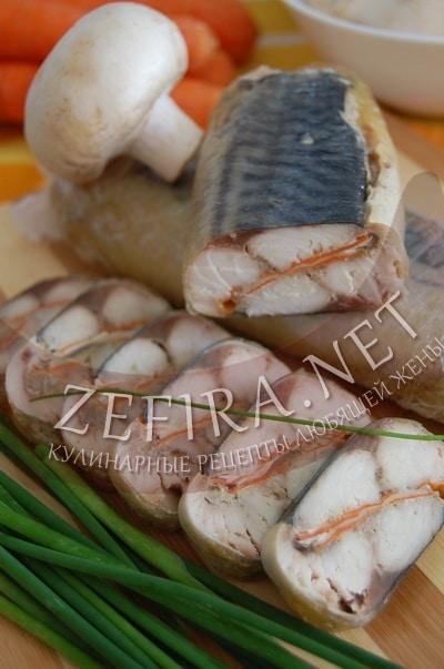 как приготовить рулеты из скумбрии с морковью и грибами