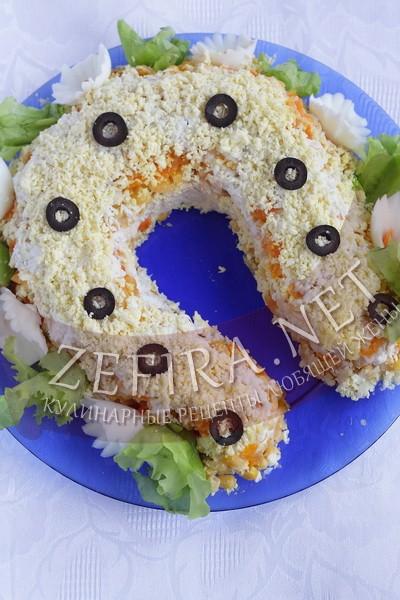 Салат с куриной грудкой и кукурузой «Подкова на счастье» - рецепт и фото
