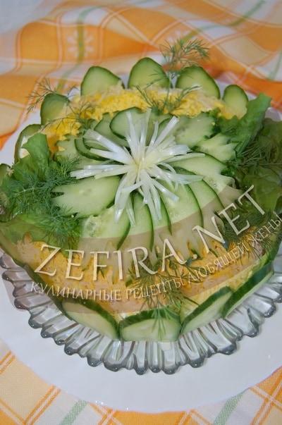 Салат-торт из крекеров - рецепт и фото