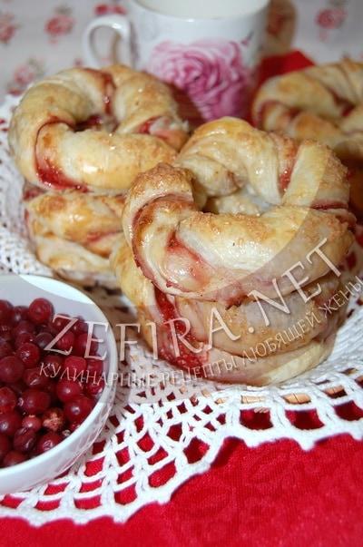 Слоеные кольца с клюквой - рецепт и фото