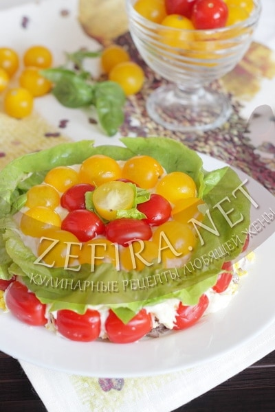 Cлоеный салат с говядиной и помидорами черри - рецепт и фото