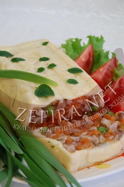Заливной рулет из языков с морковью в сыре - рецепт и фото