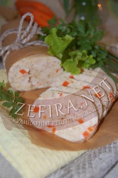 Домашняя вареная колбаса из курицы с морковью - рецепт и фото
