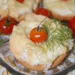 Горячие бутерброды в духовке с помидорами