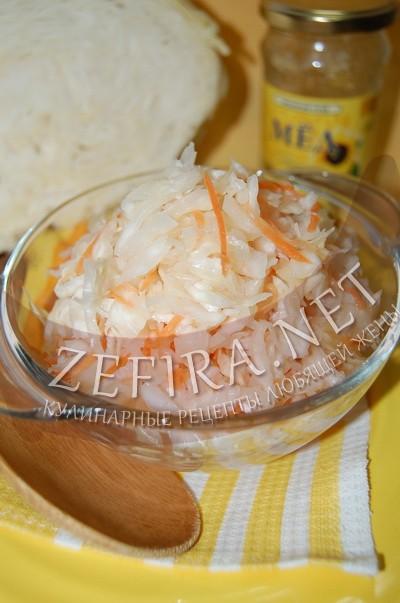 Квашеная капуста с медом в банке - рецепт и фото