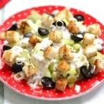 Салат с курицей, сельдереем и сухариками
