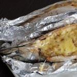 Скумбрия, запеченная в фольге с сыром и луком