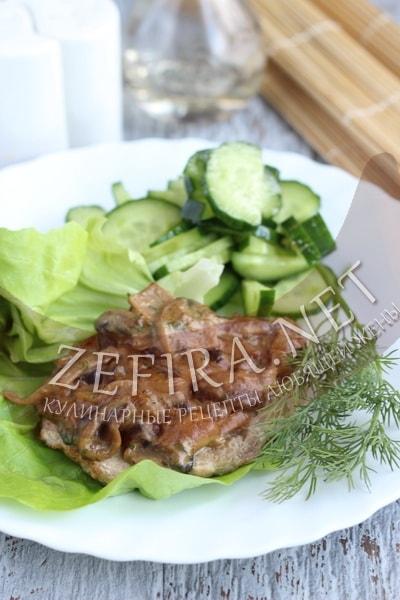 Свинина с грибным соусом - рецепт и фото