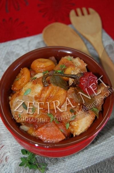 Тушеная курица с курагой и томатами - рецепт и фото