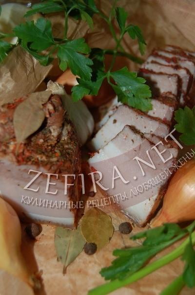 Вареное сало в луковой шелухе с чесноком - рецепт и фото