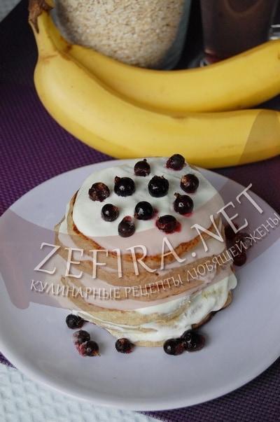 Овсяно-банановые панкейки с творожным кремом - рецепт и фото