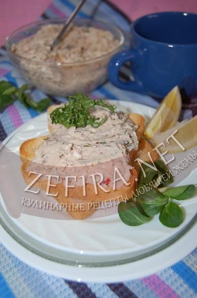 Паштет из куриной грудки с сыром и грецкими орехами - рецепт и фото