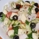 Салат из курицы с плавленным сыром и маслинами