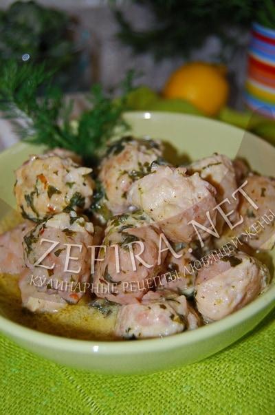 Мясные фрикадельки в сырном соусе со шпинатом - рецепт и фото