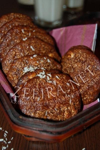 Хрустящее овсяное печенье – рецепт с какао, арахисом и кокосовой стружкой - рецепт и фото