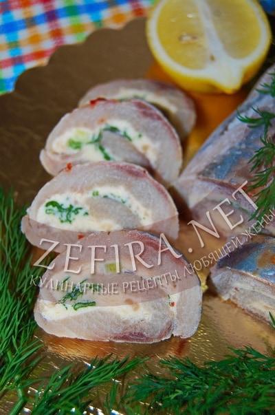 Рулет из селедки с сыром и зеленью - рецепт и фото