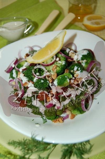 Салат из брокколи с луком и орехами - рецепт и фото