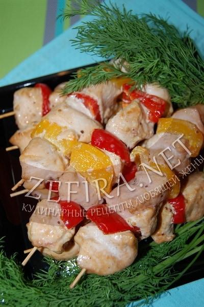 Шашлычки из куриных грудок на шпажках - рецепт и фото