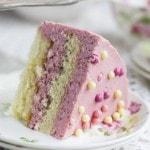 Бисквитный торт с клубничным суфле
