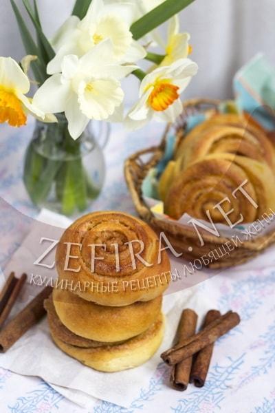 Дрожжевые булочки с корицей - рецепт и фото