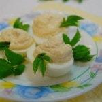 Яйца, фаршированные горчичным кремом