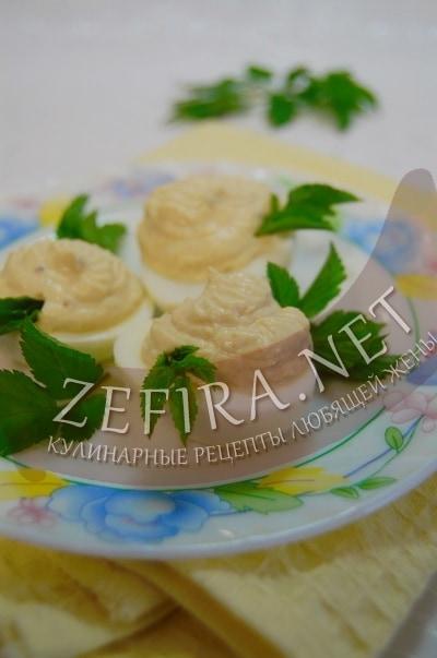 Яйца, фаршированные горчичным кремом - рецепт и фото