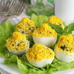 Яйца, фаршированные шпинатом