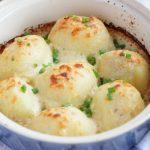 Картофель, запеченный под сырным соусом