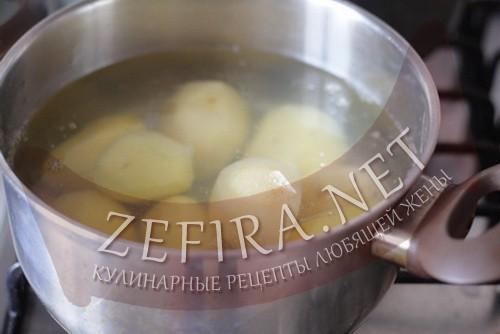 Картофель, запеченный под сырным соусом - шаг 1 приготовления