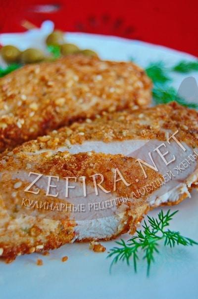 Куриное филе в сухарях и сыре - рецепт и фото