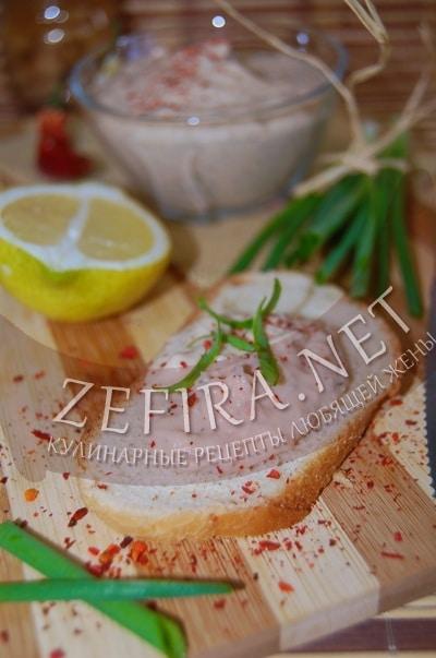 Постный паштет из фасоли с чесноком и острым перцем - рецепт и фото