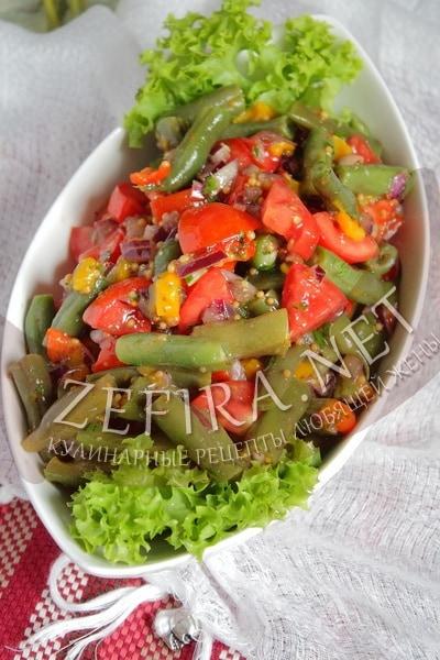Салат с запеченным перцем, стручковой фасоль, томатами и луком - рецепт и фото