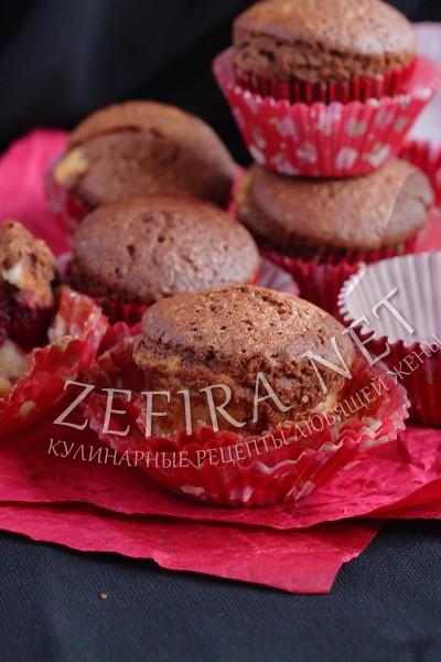 Полосатые кексы с вишней - рецепт и фото