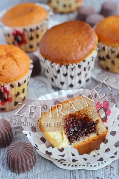 Кексы на кефире с шоколадом внутри - рецет и пошаговые фото