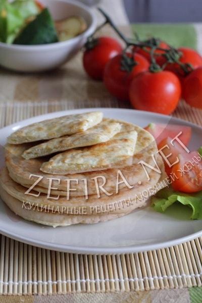 Лепешки с сыром на сковороде - рецепт и фото