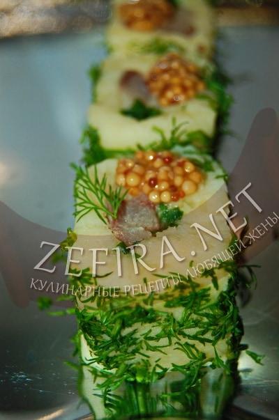 Роллы из картошки с селедкой и зеленью - рецепт и фото