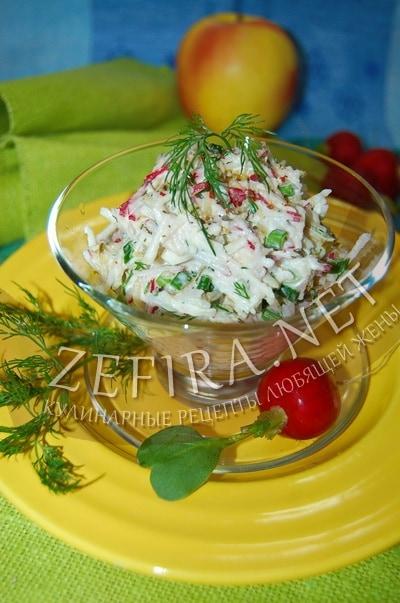 Салат из редиса с яблоком и маринованными огурцами - рецепт и фото