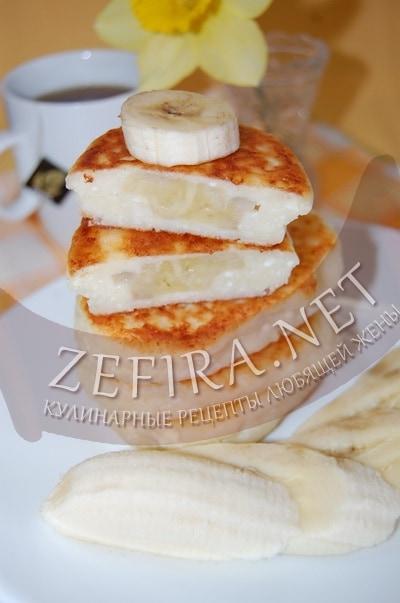 Творожники с бананом - рецепт и фото