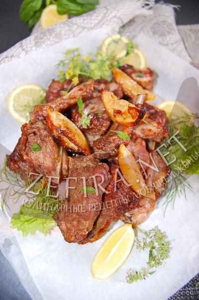 Запеченные свиные рёбрышки, маринованные с соевым соусом и вином - рецепт и фото